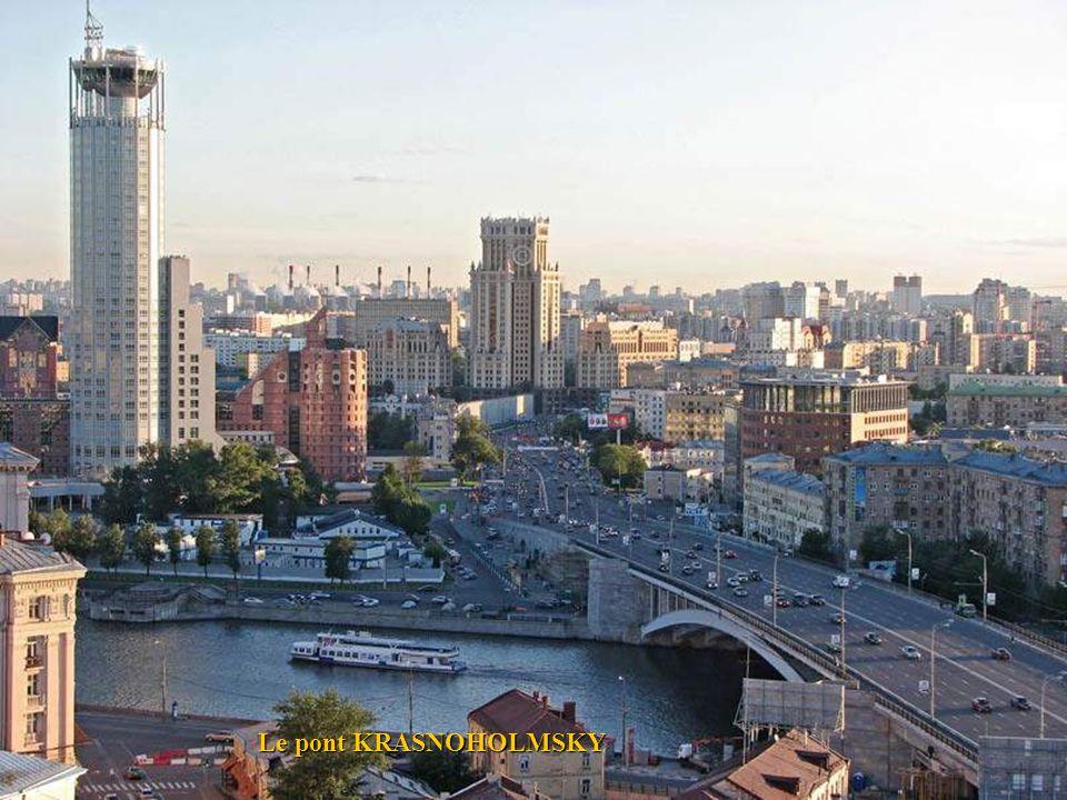 Le pont KRASNOHOLMSKY