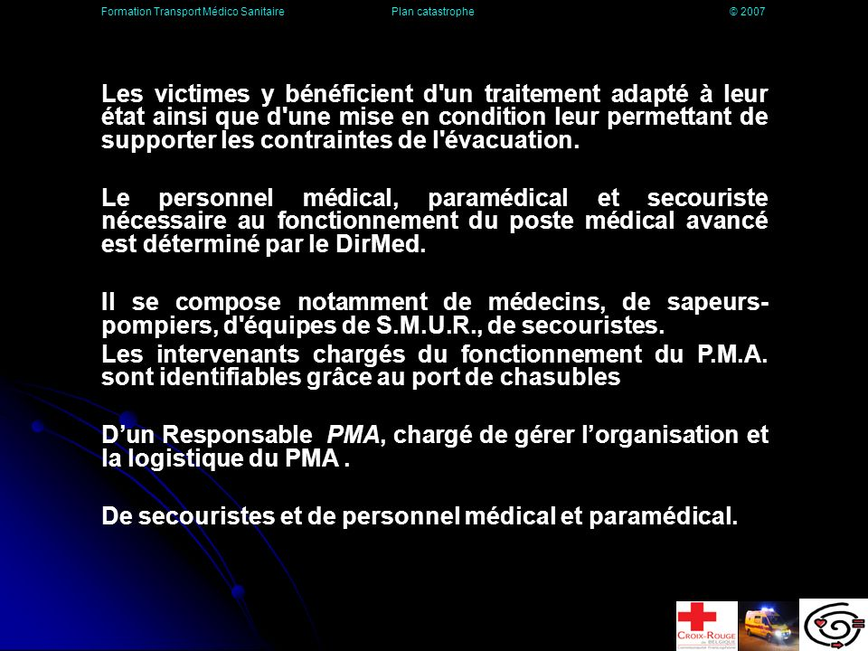 De secouristes et de personnel médical et paramédical.