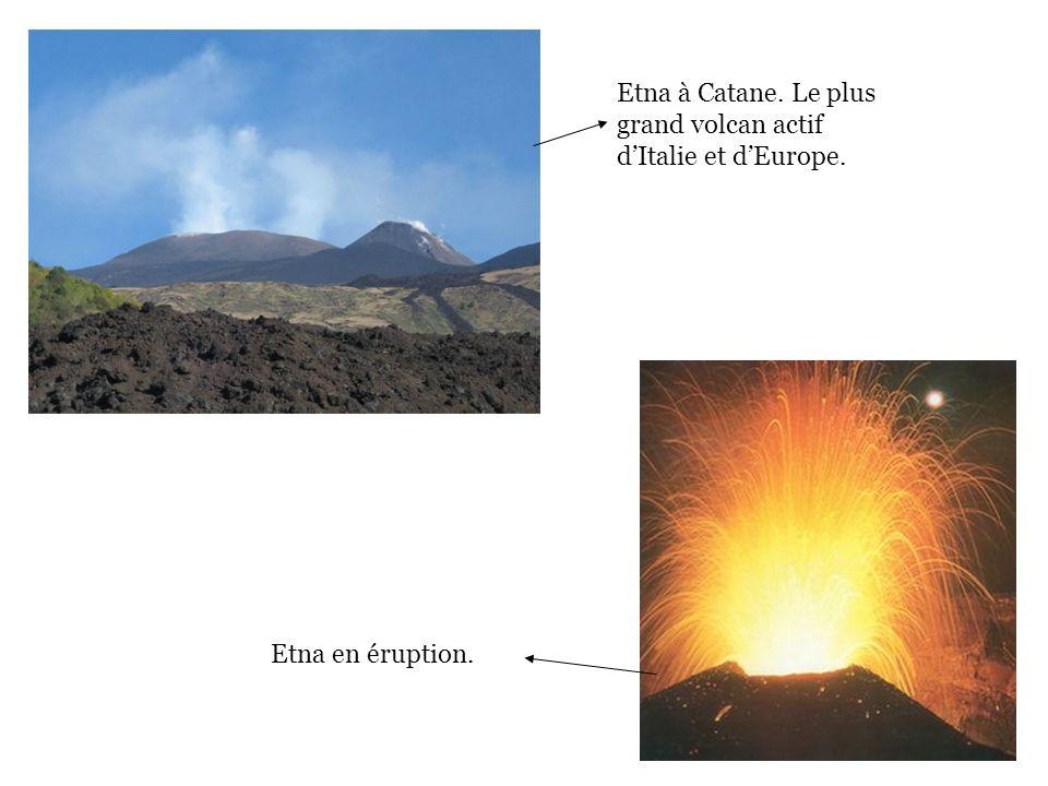 Etna à Catane. Le plus grand volcan actif d'Italie et d'Europe.