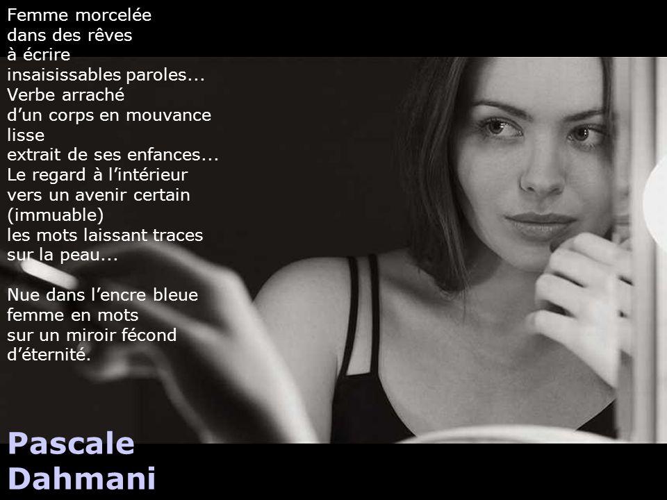 Femme morcelée dans des rêves à écrire insaisissables paroles
