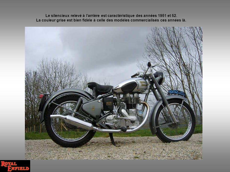 Le silencieux relevé à l'arrière est caractéristique des années 1951 et 52.