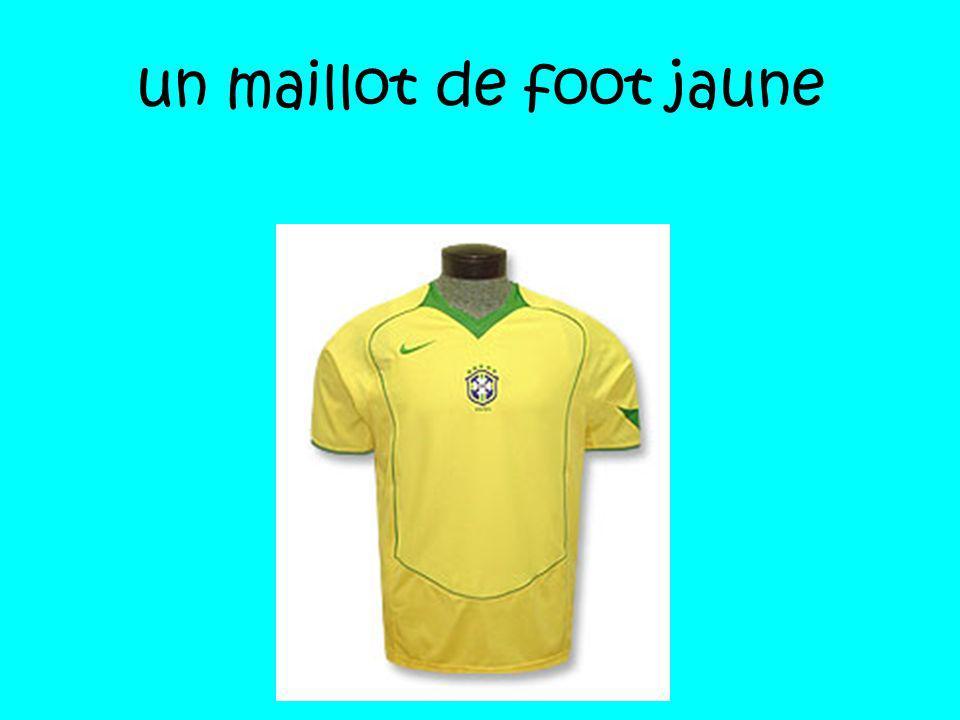 un maillot de foot jaune