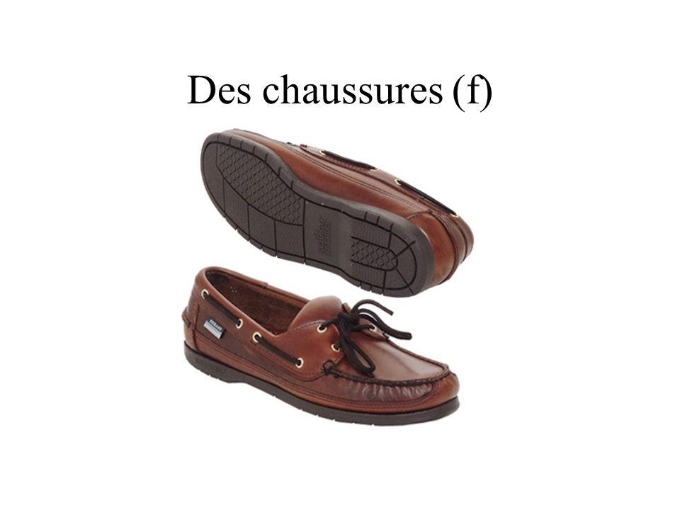 Des chaussures (f)