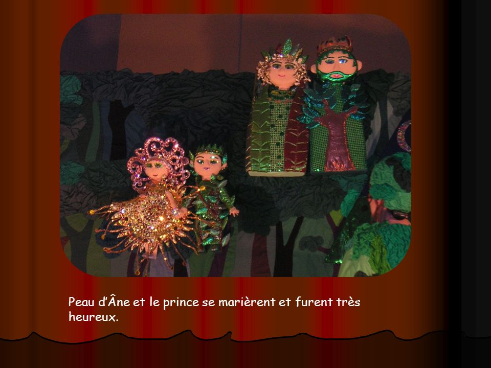 Peau d'Âne et le prince se marièrent et furent très heureux.