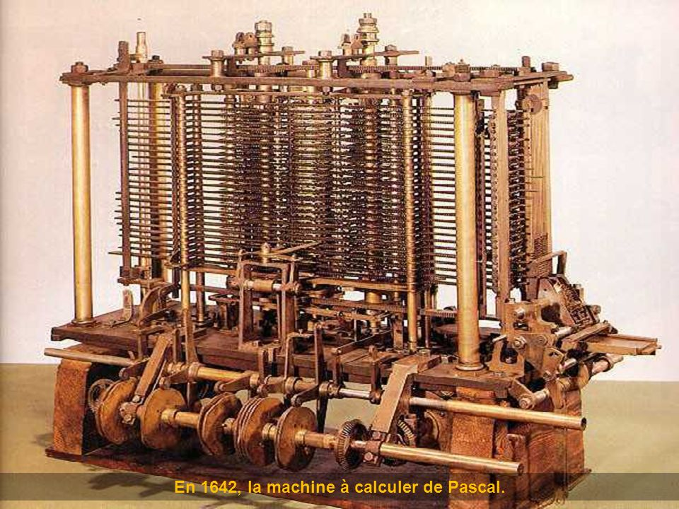 En 1642, la machine à calculer de Pascal.