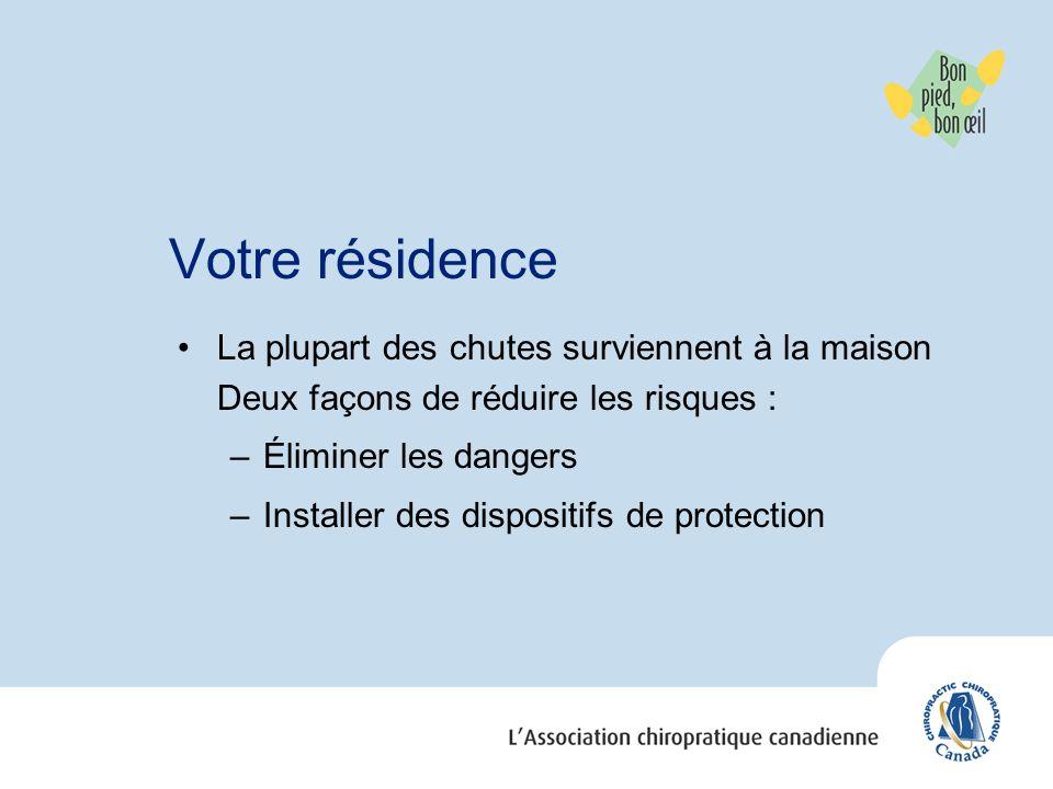 Votre résidence La plupart des chutes surviennent à la maison Deux façons de réduire les risques : Éliminer les dangers.