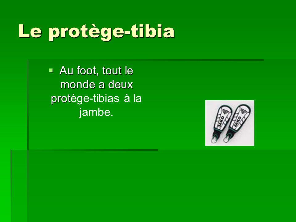 Au foot, tout le monde a deux protège-tibias à la jambe.