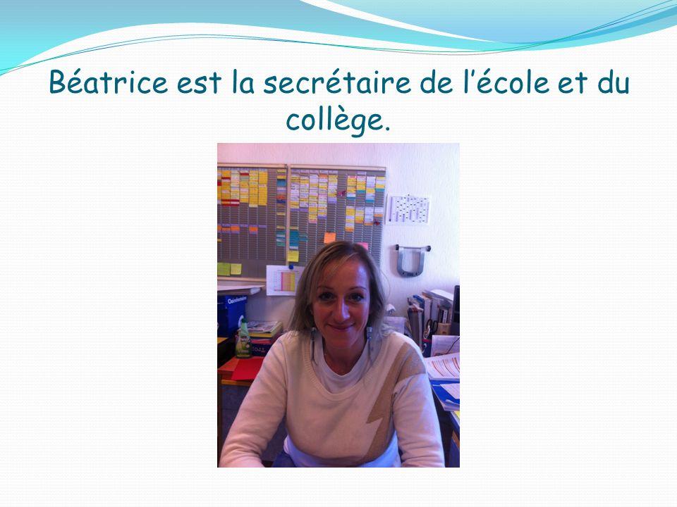 Béatrice est la secrétaire de l'école et du collège.