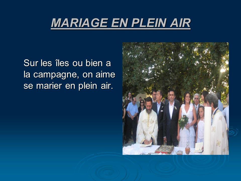MARIAGE EN PLEIN AIR Sur les îles ou bien a la campagne, on aime se marier en plein air.
