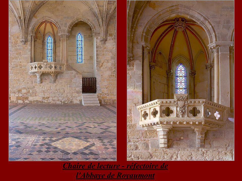 Chaire de lecture - réfectoire de l Abbaye de Royaumont