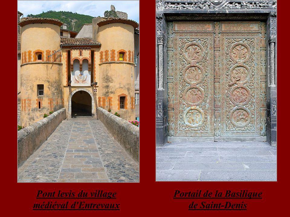 Pont levis du village médiéval d Entrevaux