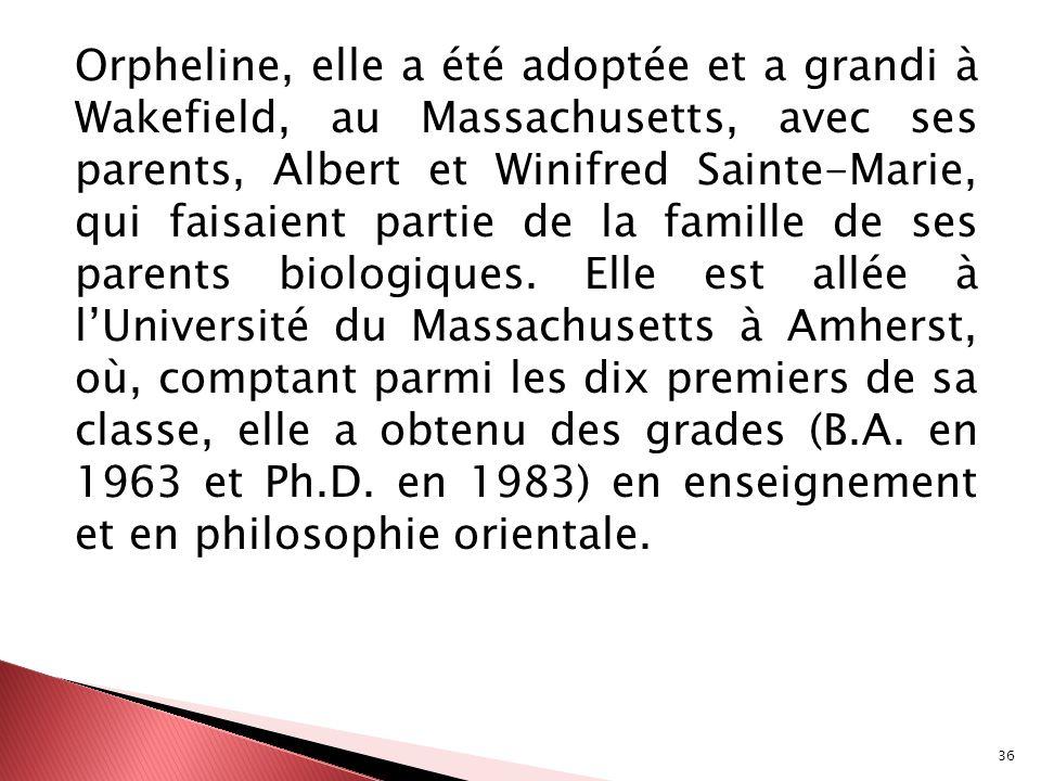 Orpheline, elle a été adoptée et a grandi à Wakefield, au Massachusetts, avec ses parents, Albert et Winifred Sainte-Marie, qui faisaient partie de la famille de ses parents biologiques.