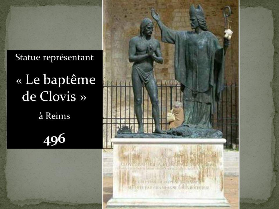 Statue représentant « Le baptême de Clovis » à Reims 496