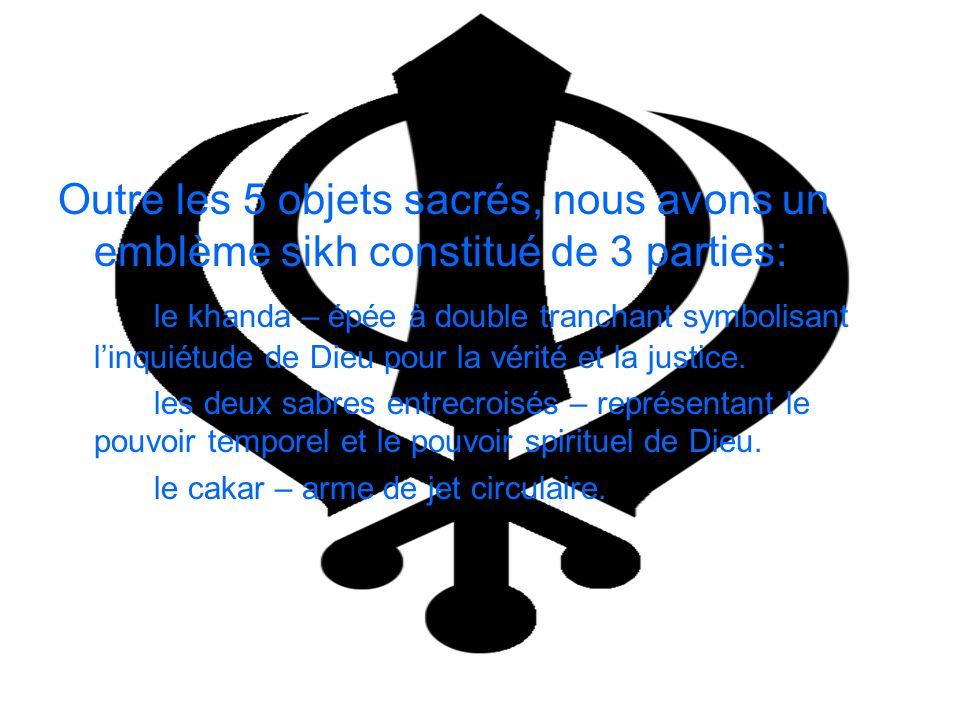 Outre les 5 objets sacrés, nous avons un emblème sikh constitué de 3 parties: