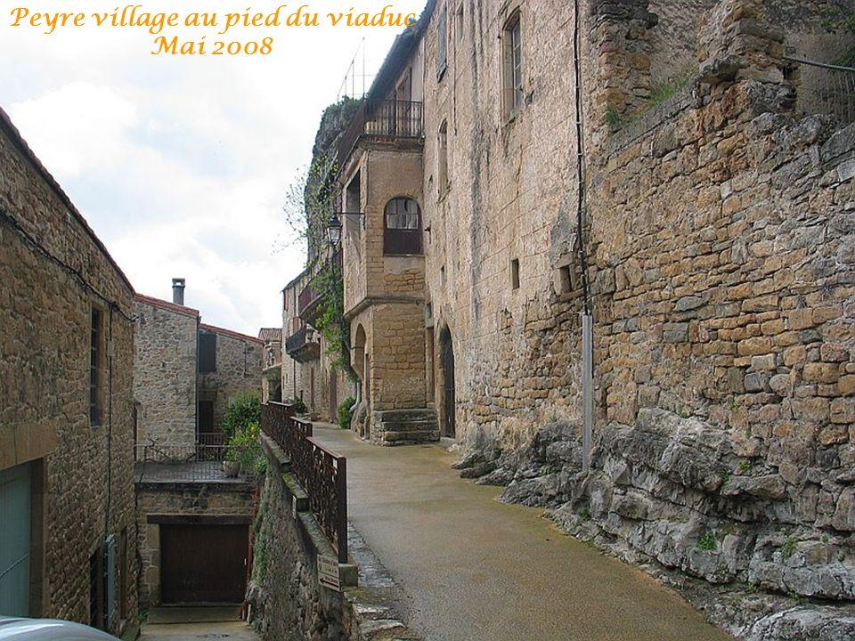 Peyre village au pied du viaduc