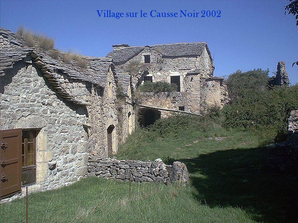 Village sur le Causse Noir 2002