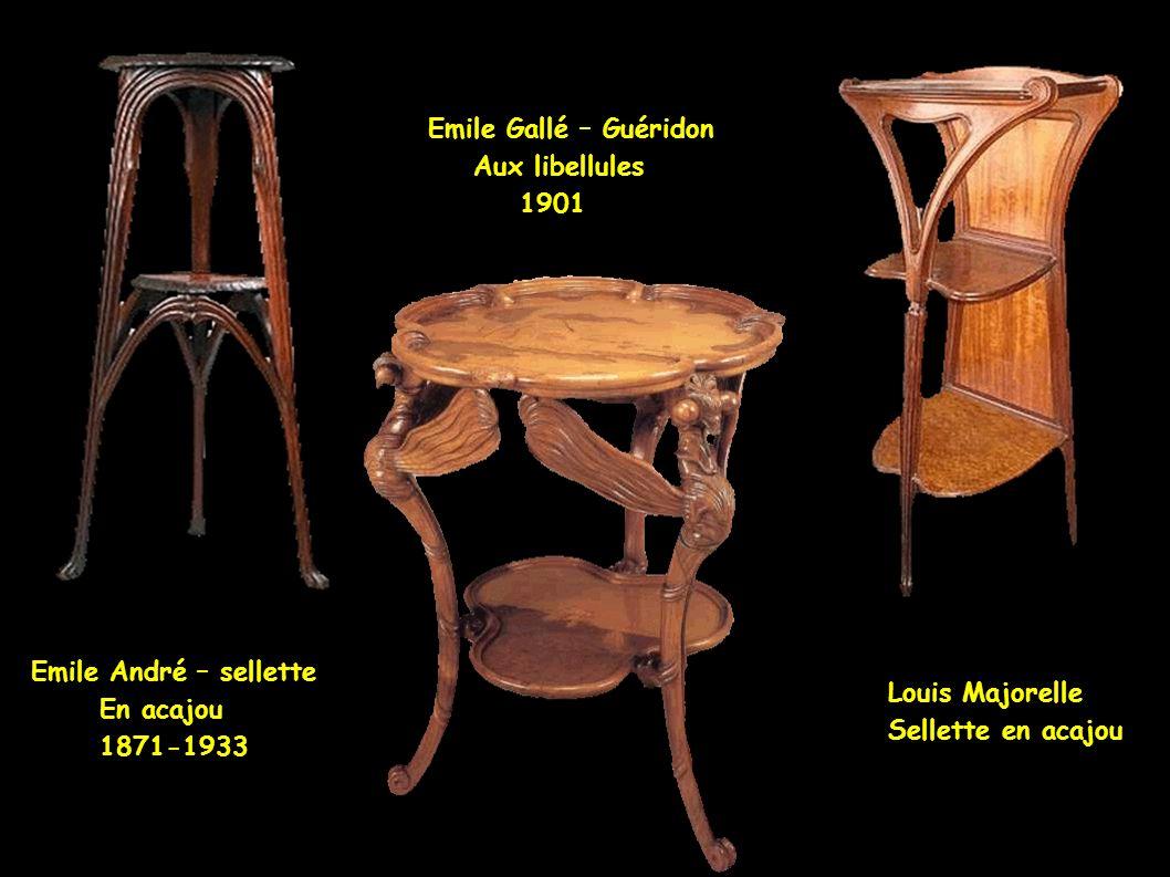 Emile Gallé – Guéridon Aux libellules. 1901. Emile André – sellette. En acajou. 1871-1933. Louis Majorelle.
