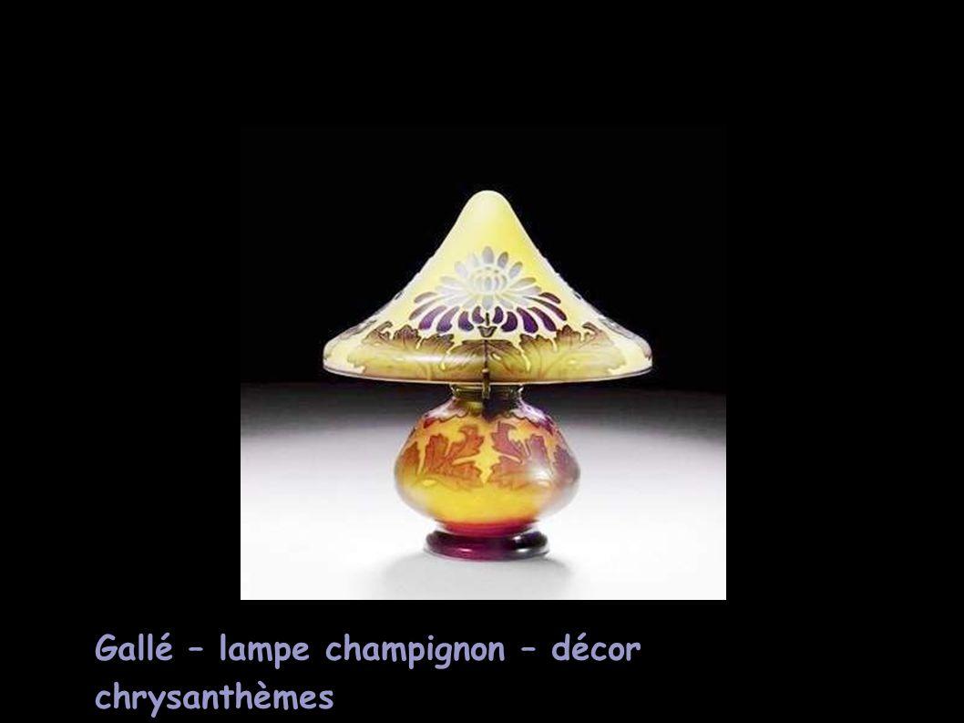 Gallé – lampe champignon – décor chrysanthèmes