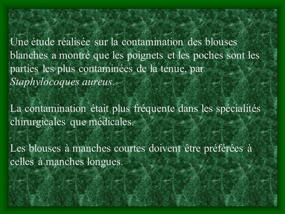 Une étude réalisée sur la contamination des blouses blanches a montré que les poignets et les poches sont les parties les plus contaminées de la tenue, par Staphylocoques aureus.