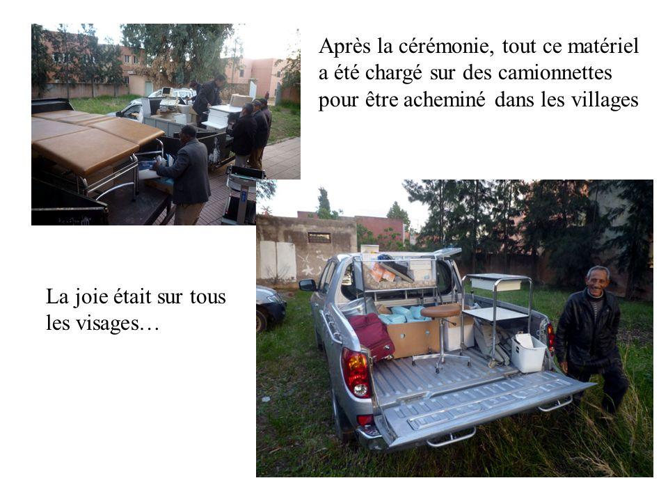 Après la cérémonie, tout ce matériel a été chargé sur des camionnettes