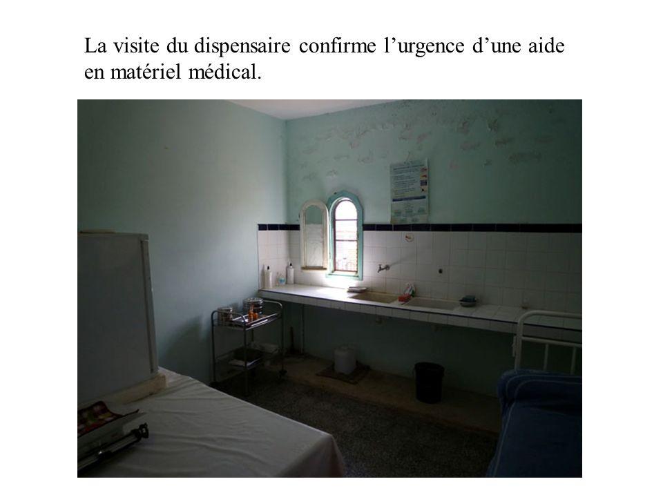 La visite du dispensaire confirme l'urgence d'une aide en matériel médical.