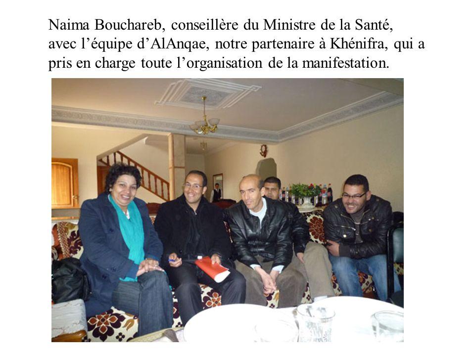Naima Bouchareb, conseillère du Ministre de la Santé, avec l'équipe d'AlAnqae, notre partenaire à Khénifra, qui a pris en charge toute l'organisation de la manifestation.