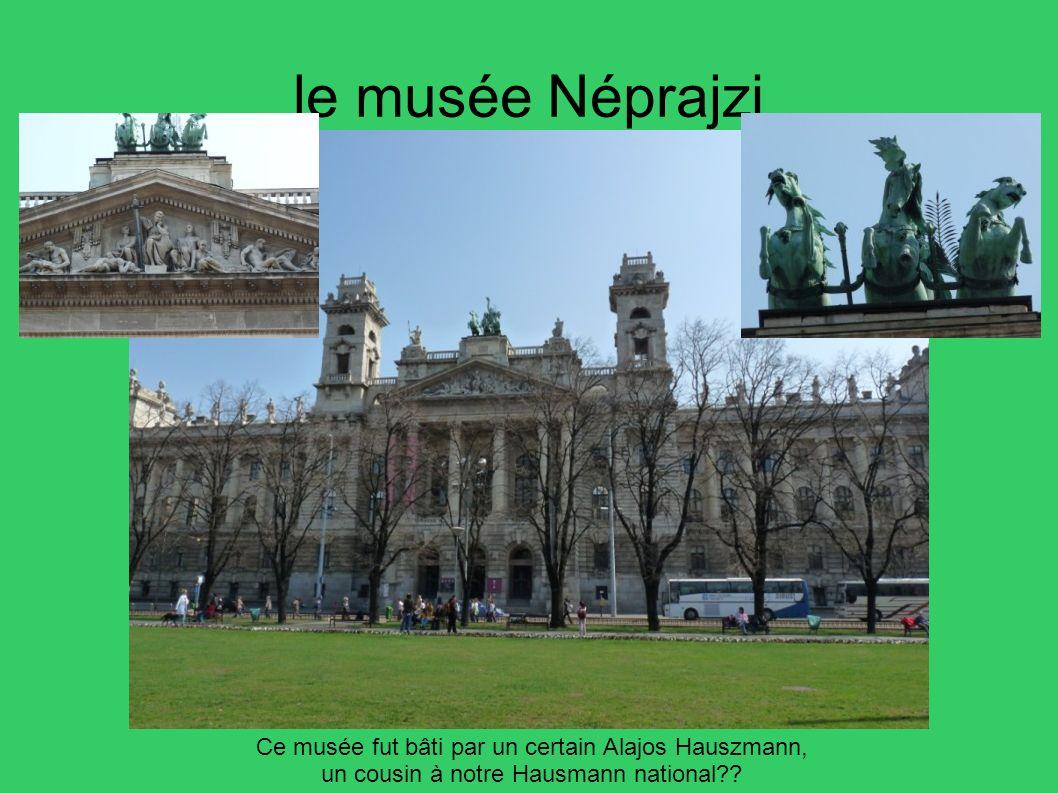 le musée Néprajzi Ce musée fut bâti par un certain Alajos Hauszmann,