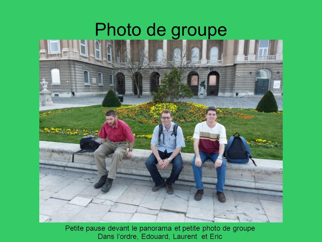 Photo de groupe Petite pause devant le panorama et petite photo de groupe. Dans l'ordre, Edouard, Laurent et Eric.