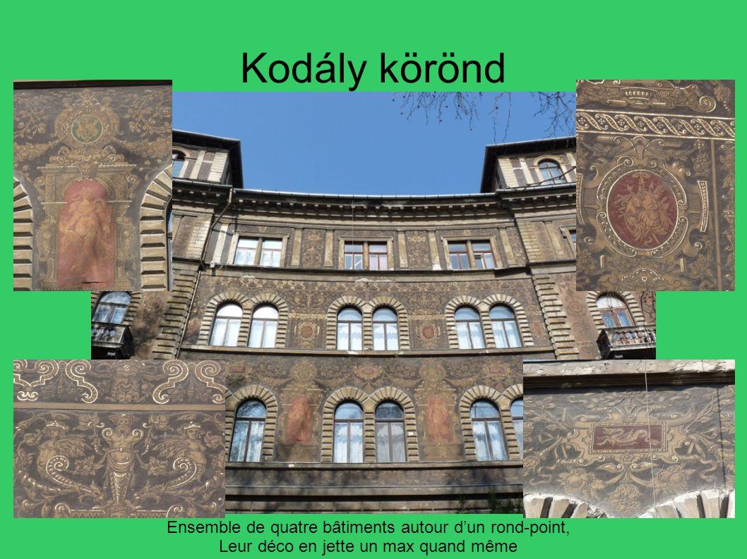 Kodály körönd Ensemble de quatre bâtiments autour d'un rond-point,