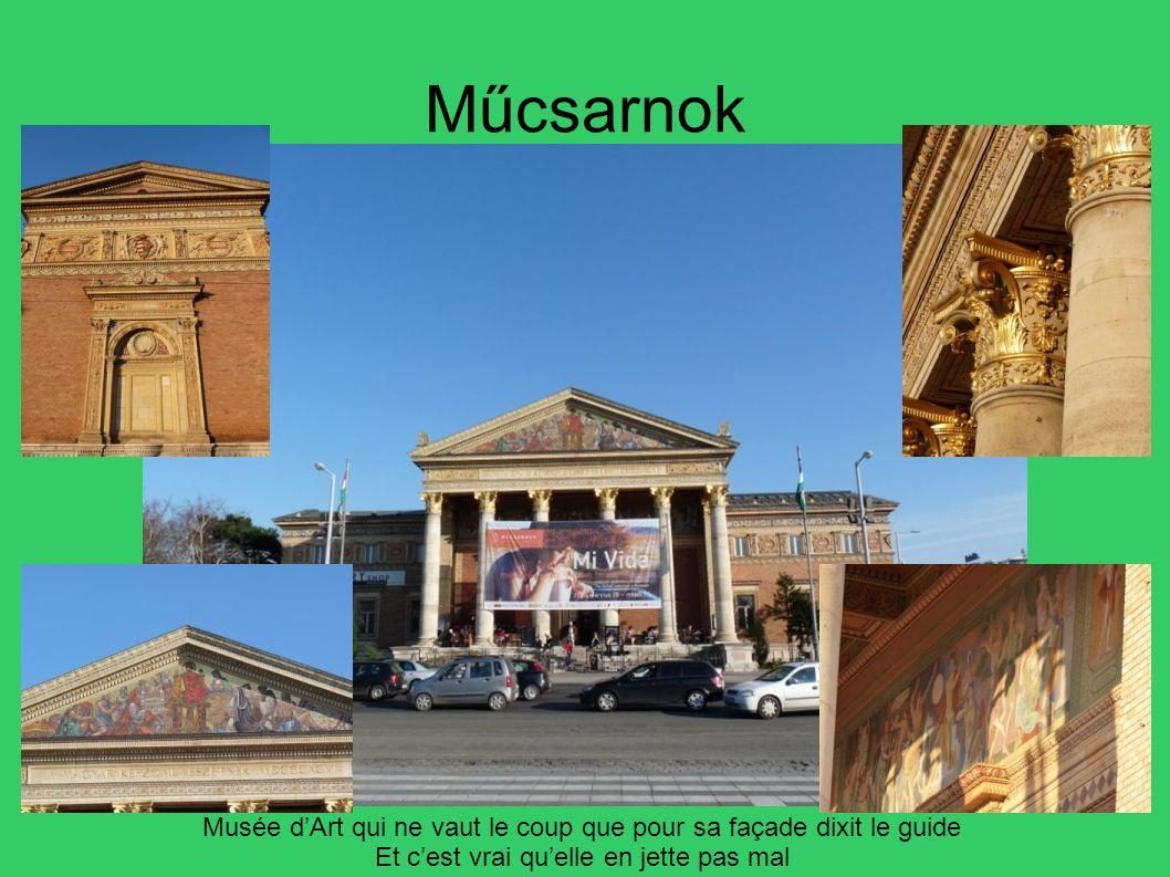 Műcsarnok Musée d'Art qui ne vaut le coup que pour sa façade dixit le guide. Et c'est vrai qu'elle en jette pas mal.