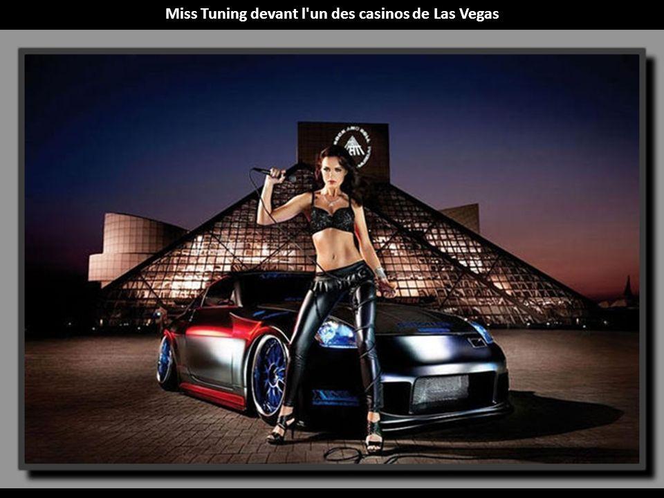Miss Tuning devant l un des casinos de Las Vegas