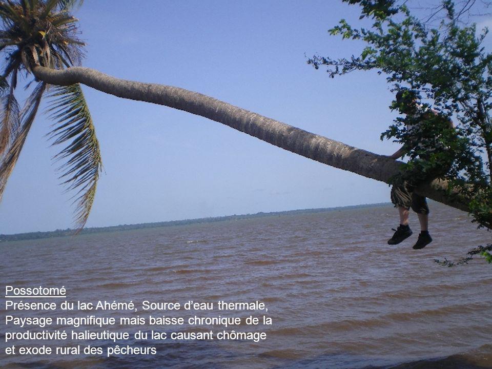 Possotomé Présence du lac Ahémé, Source d'eau thermale,