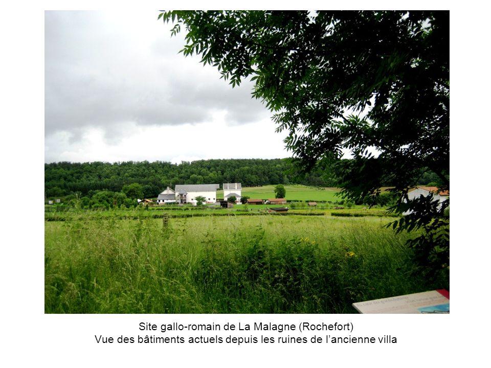 Site gallo-romain de La Malagne (Rochefort) Vue des bâtiments actuels depuis les ruines de l'ancienne villa