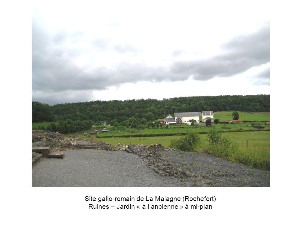Site gallo-romain de La Malagne (Rochefort) Ruines – Jardin « à l'ancienne » à mi-plan