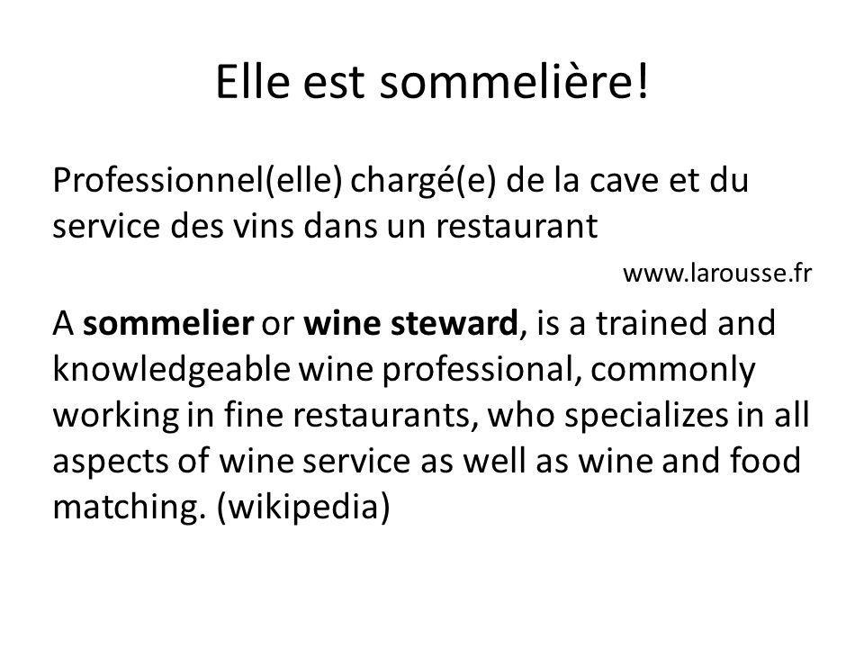 Elle est sommelière! Professionnel(elle) chargé(e) de la cave et du service des vins dans un restaurant.