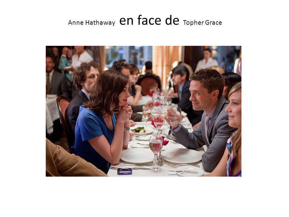 Anne Hathaway en face de Topher Grace