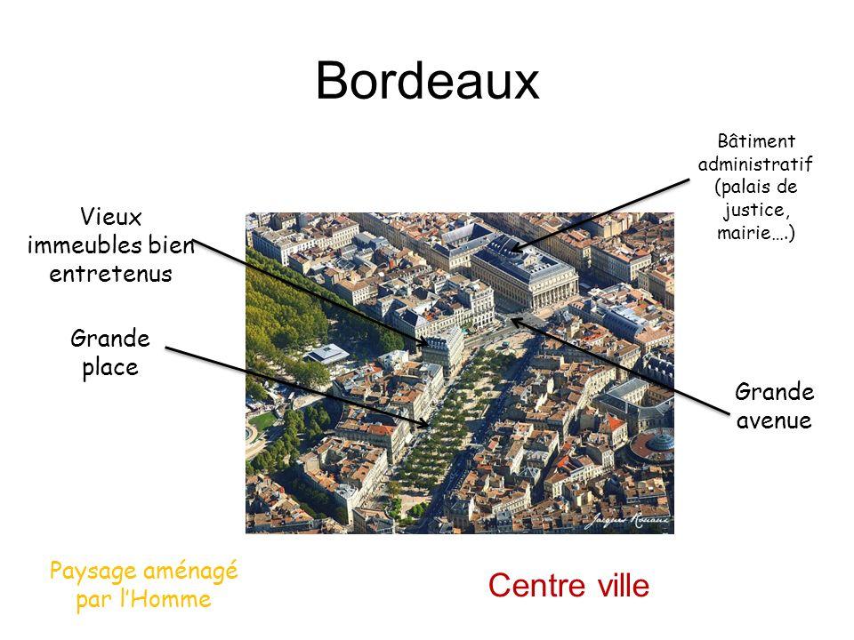 Bordeaux Centre ville Vieux immeubles bien entretenus Grande place