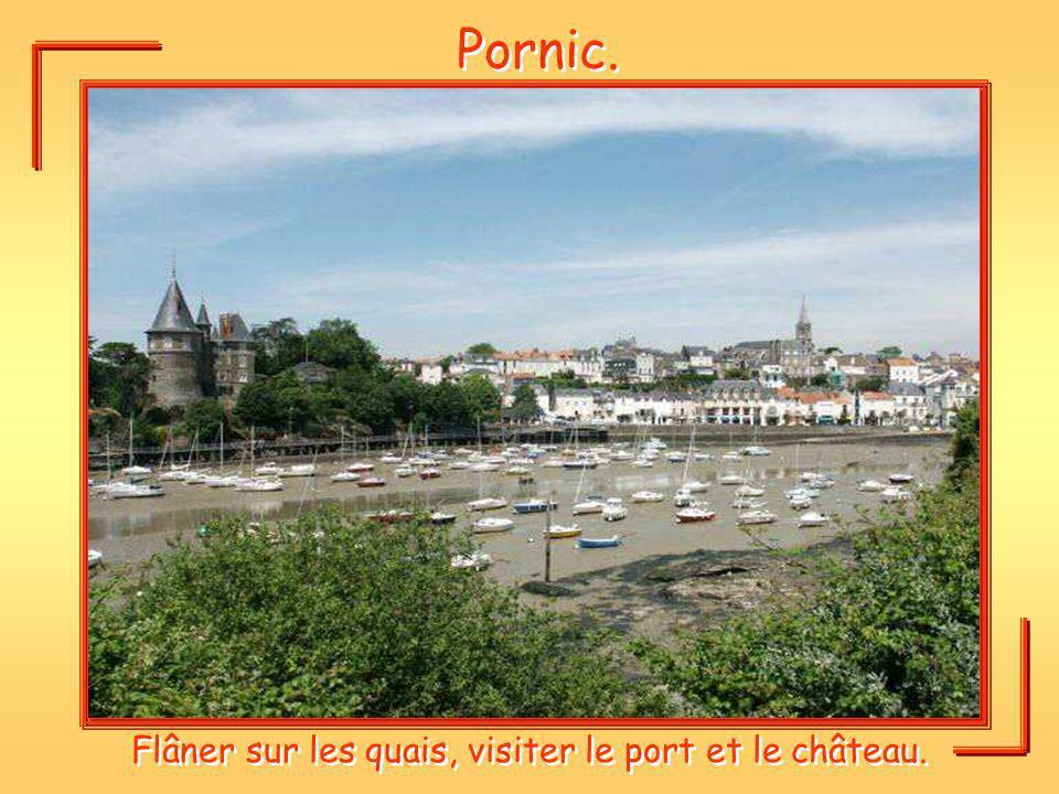 Flâner sur les quais, visiter le port et le château.