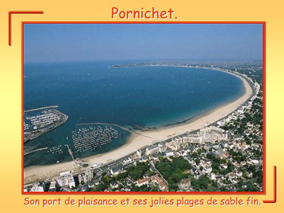 Son port de plaisance et ses jolies plages de sable fin.
