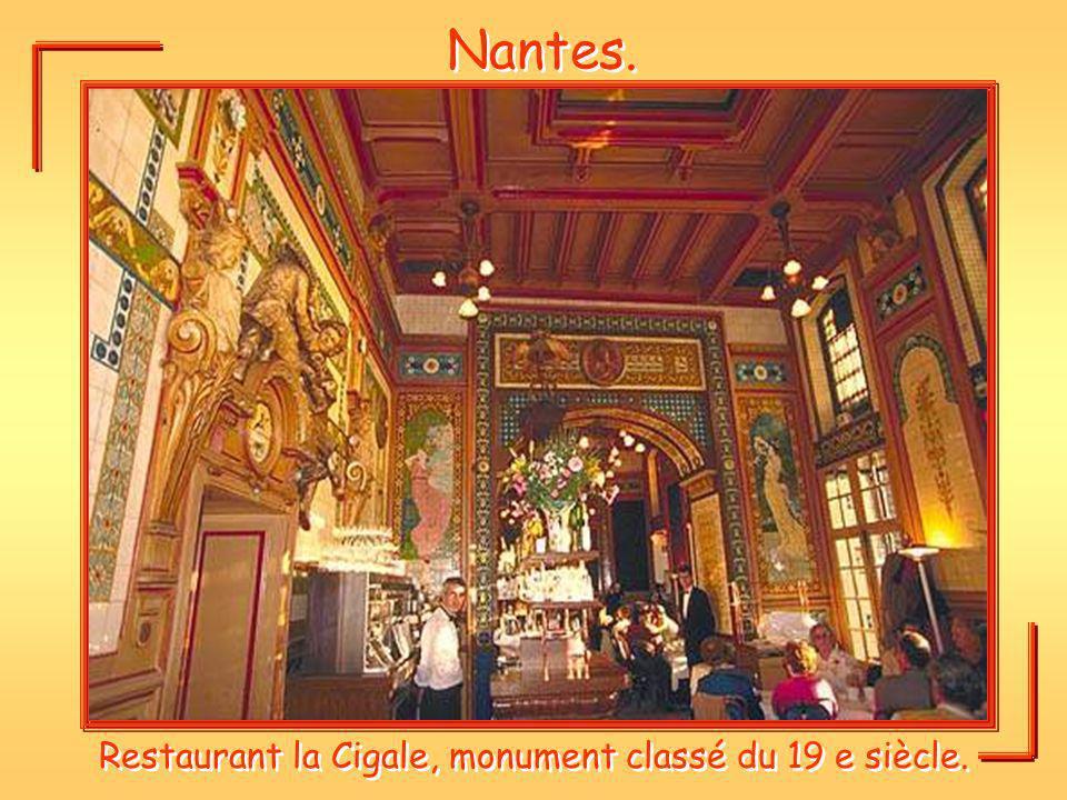 Restaurant la Cigale, monument classé du 19 e siècle.