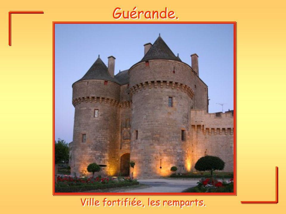 Ville fortifiée, les remparts.