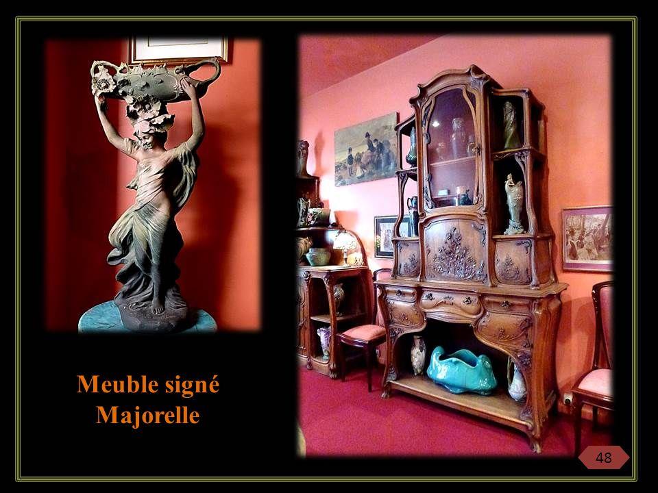 Meuble signé Majorelle