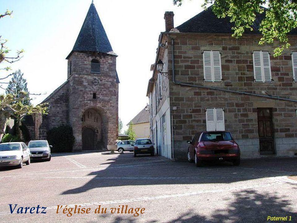 Varetz l'église du village