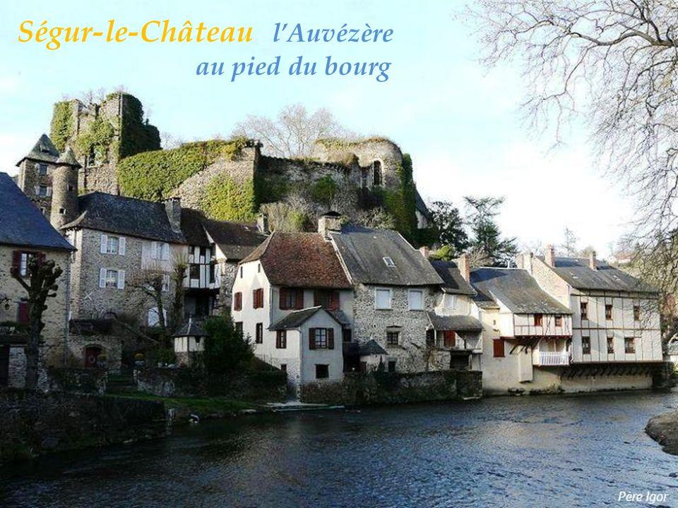 Ségur-le-Château l'Auvézère . au pied du bourg