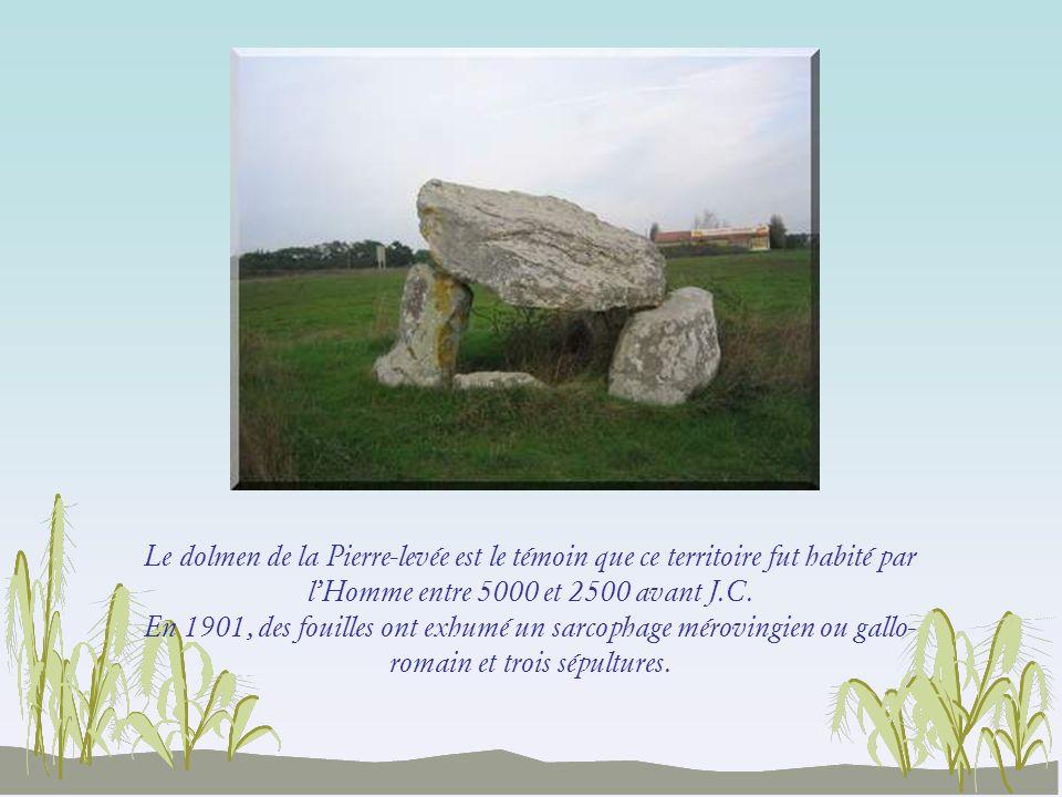 Le dolmen de la Pierre-levée est le témoin que ce territoire fut habité par l'Homme entre 5000 et 2500 avant J.C.