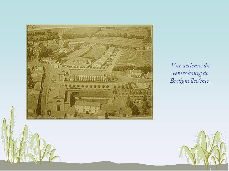 Vue aérienne du centre bourg de Brétignolles/mer.
