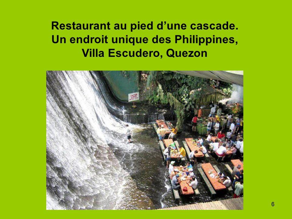 Restaurant au pied d'une cascade
