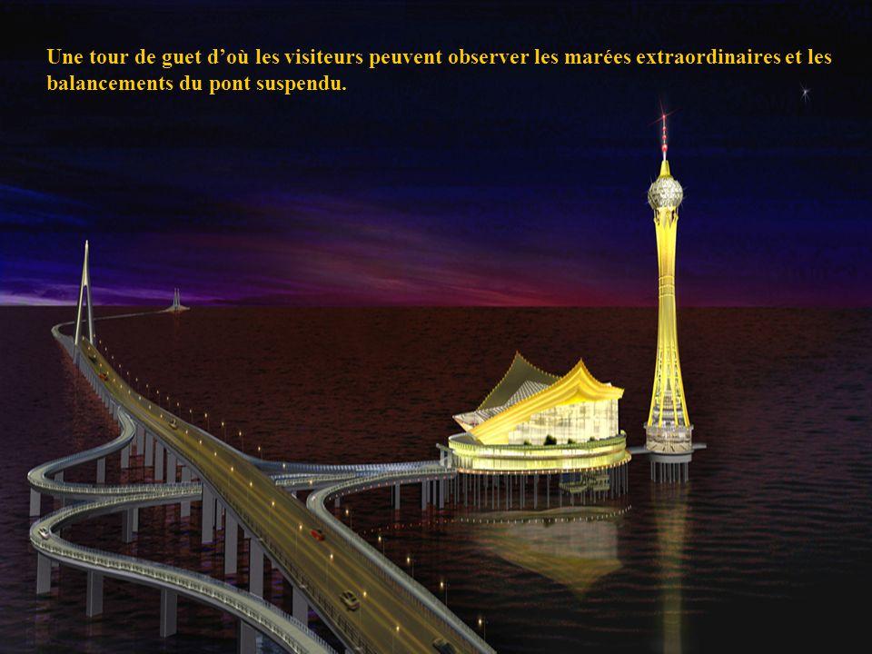 Une tour de guet d'où les visiteurs peuvent observer les marées extraordinaires et les balancements du pont suspendu.