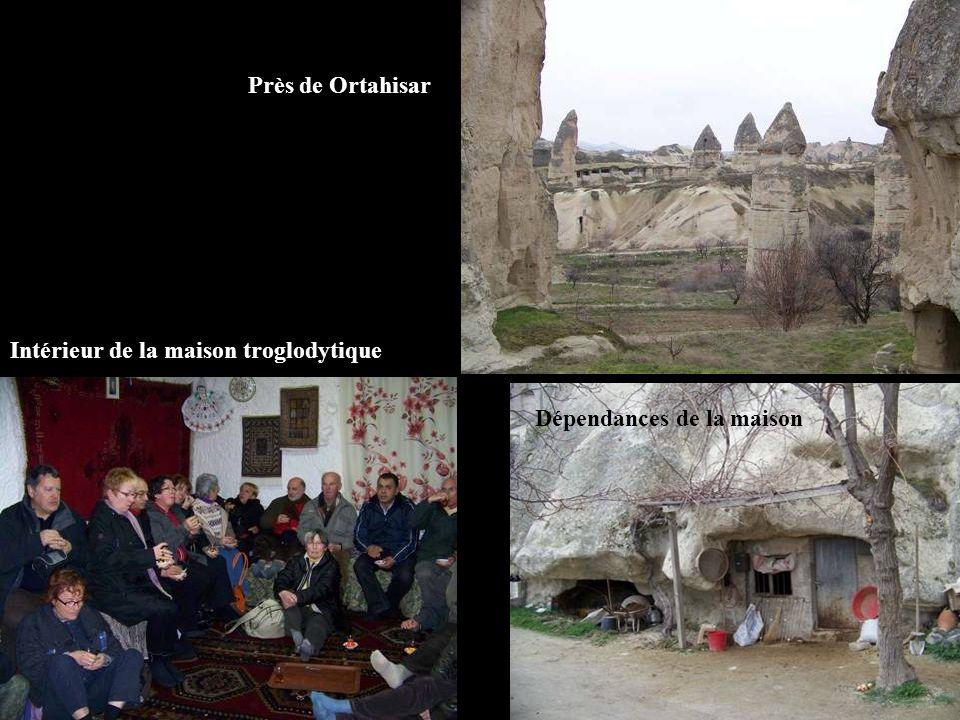Près de Ortahisar Intérieur de la maison troglodytique Dépendances de la maison