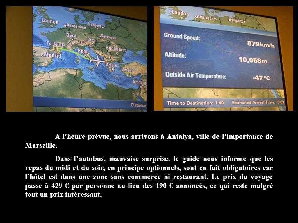 A l'heure prévue, nous arrivons à Antalya, ville de l'importance de Marseille.